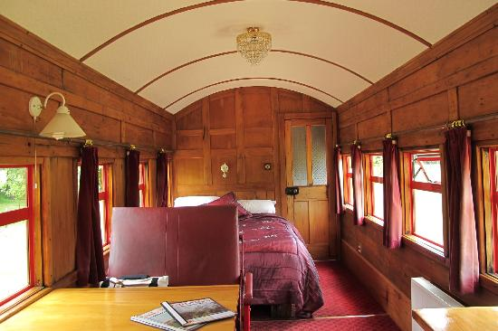 On The Track Lodge: Interior view of renovated First Class train carriage 