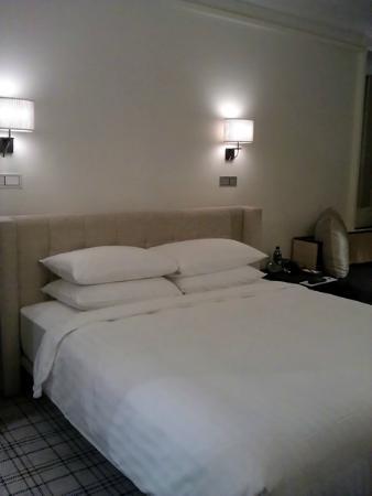 แกรนด์ ไฮแอท เอราวัณ: Grand Hyatt Erawan Guestroom