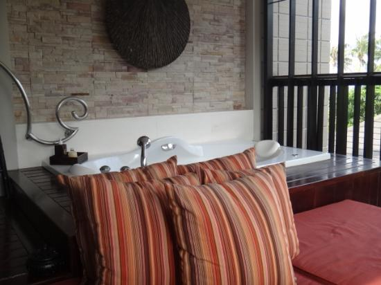 Sareeraya Villas & Suites: Out door jacuzzi
