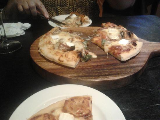 Da Vinci's: mini $17 pizza.....