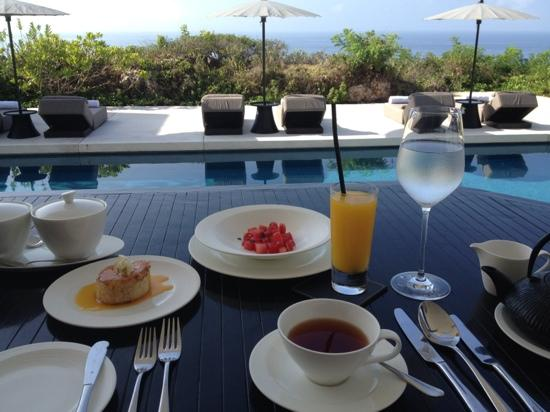 Alila Villas Uluwatu: breakfast at Cire