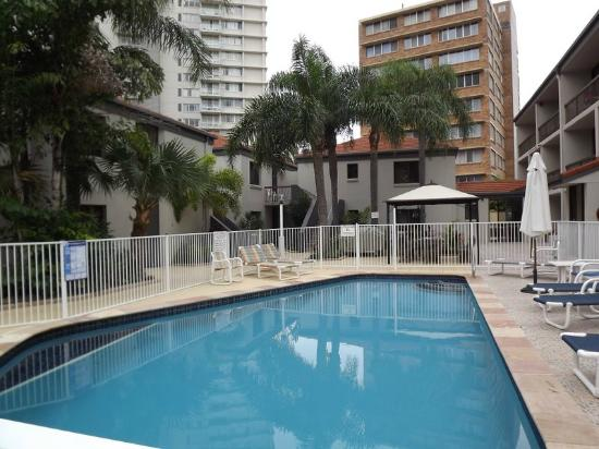 Burleigh Palms Holiday Apartments : inviting pool