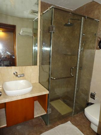 "Walson Spa ""O"" Tel: bathroom room 212"