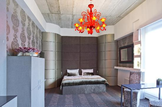 G Design Hotel : Deluxe room with a water bed