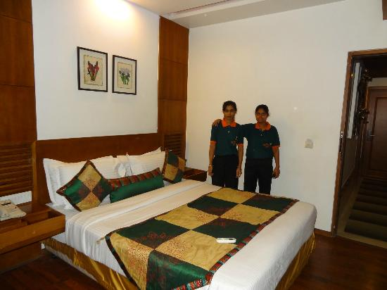 "Walson Spa ""O"" Tel : room 212 with housekeeping staff"