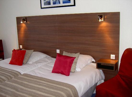 Hotel du Port Rhu : Chambre lits jumeaux coté rue
