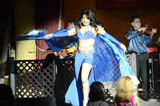 Al Hadheerah: Belly Dancer