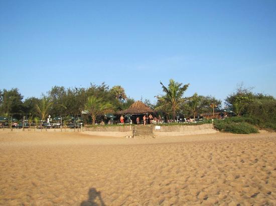 Chalston Beach Resort: backside of hotel