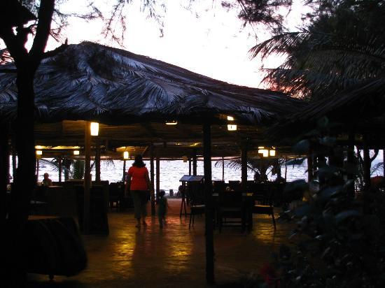 Chalston Beach Resort: restaurant again