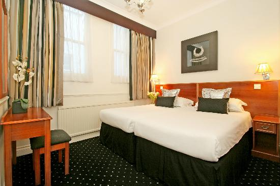 Collingham Serviced Apartments: Bedroom (king or twin beds)