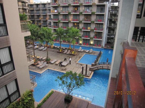 Baan Laimai Beach Resort: Pool view