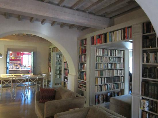 Agriturismo Casa Fabbrini: Lower floor of guests house, where the lovely food is served!
