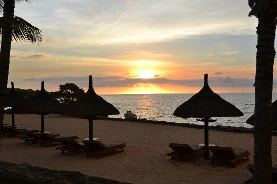 Maritim Resort & Spa Mauritius: Coucher de soleil depuis la plage