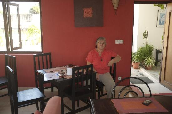 Sacred Valley Inn Pokhara: Denise waiting for breakfast.