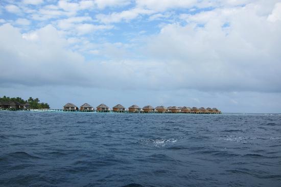 Vakarufalhi Island Resort: the beach villas taken from the boat