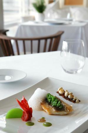 Enoteca Paco Perez: La cocina del chef Estrella Michelin, Paco Pérez, en el restaurante Enoteca del Hotel Arts