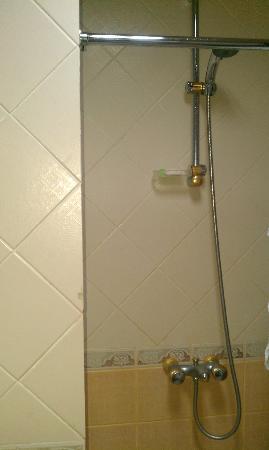 Elaf Alsalam Hotel: Shower