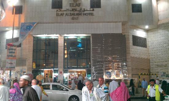 Elaf Alsalam Hotel: Front of HOTEL enterence