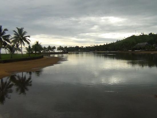 Naviti Resort: The stream between the island across and the resort