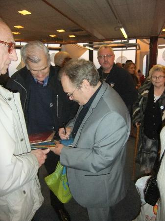 Whitby Pavilion: Bobby Ball signing his book