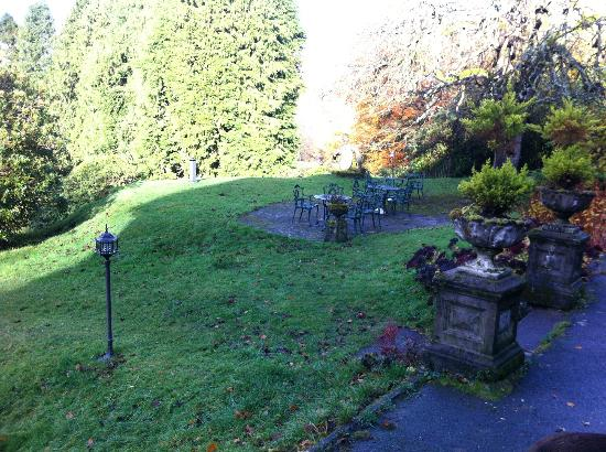 The Lake Country House & Spa: Outside sitting area