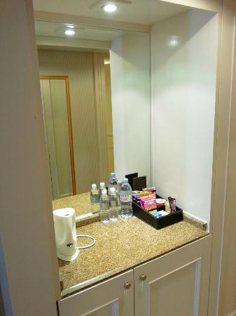 Grand Millennium Kuala Lumpur: Bathroom mirror.