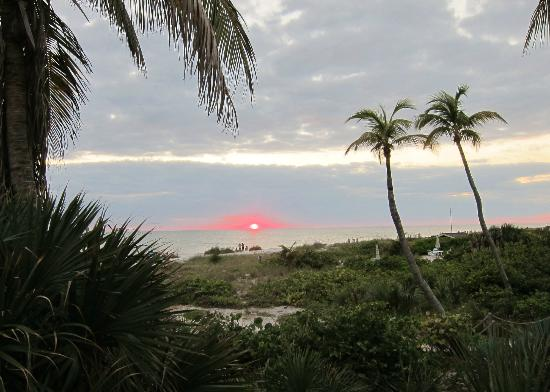Waterside Inn on the Beach: Sunsets are incredible!