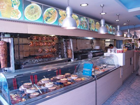 Stamna Garden Tavern: the wonderfull front side of the restaurant , full with amazing barbeques and daily fresh food!!
