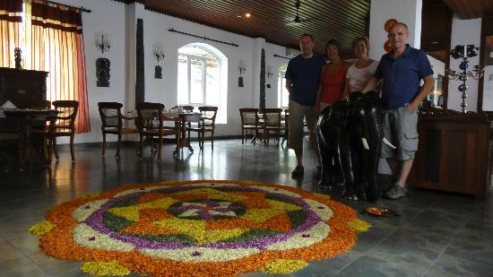The Killians Boutique Hotel : Flower Petal Art
