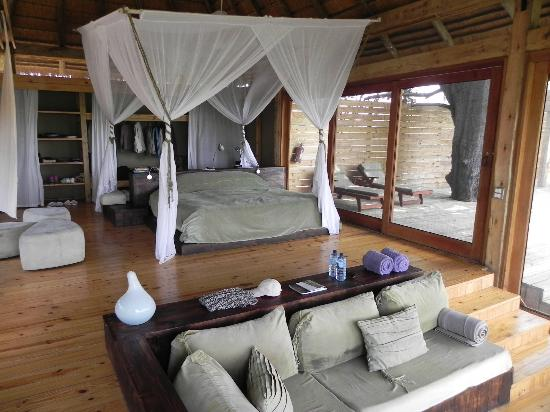 Wilderness Safaris Vumbura Plains Camp: Große Suite mit Terrasse und Pool