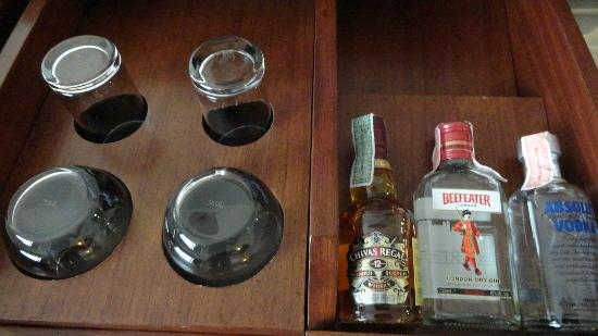 Rembrandt Hotel Bangkok: stocked mini bar