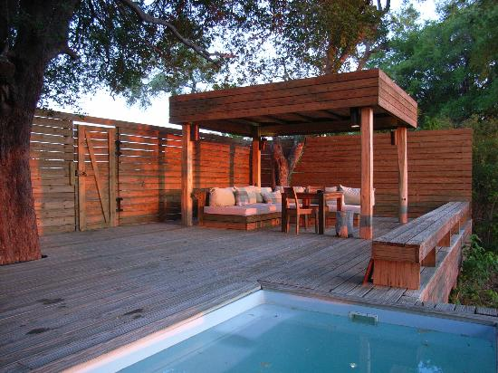 Wilderness Safaris Vumbura Plains Camp: Terrasse mit Pool