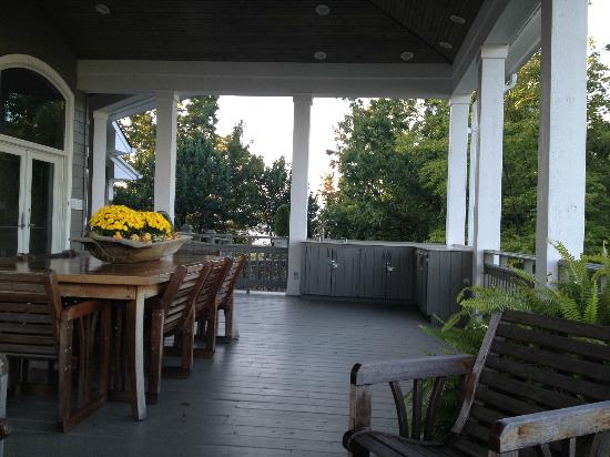 Gracehill Bed & Breakfast: The upper porch
