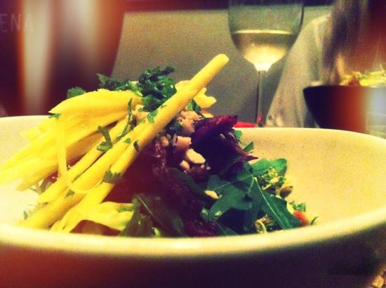 Duke Restaurant : Thai mango salad and Crispy Duck.