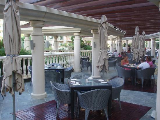 Al Murooj Rotana: Pergolas Terrace