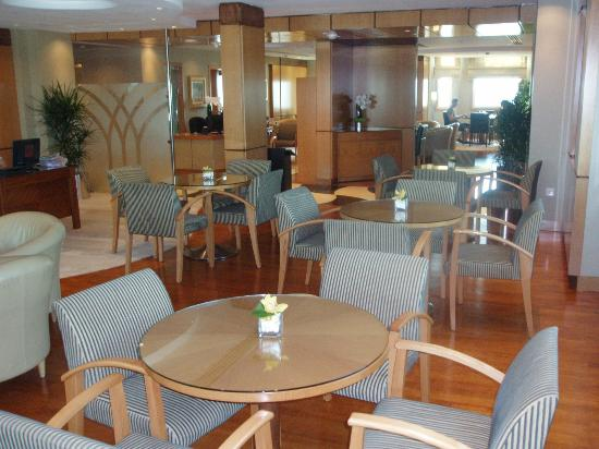 Roda Al Murooj: Club Lounge
