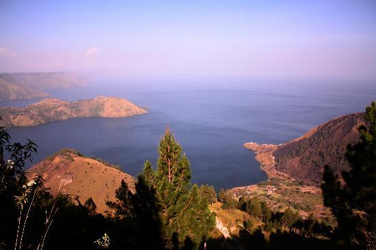 Merek, อินโดนีเซีย: The View of Lake Toba