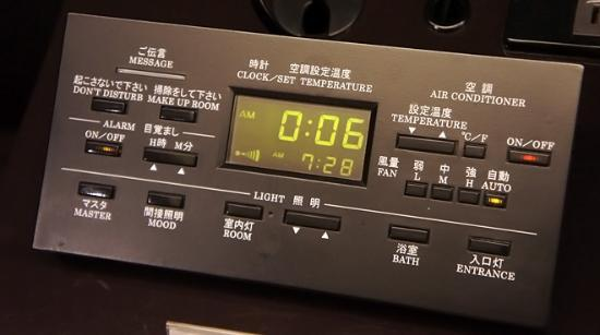 Mitsui Garden Hotel Ginza Premier: ベッドサイド