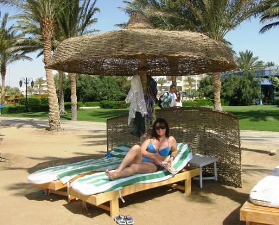 SENTIDO Palm Royale: удобные, мягкие лежаки
