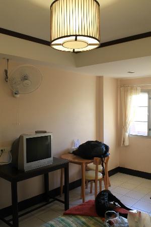 Thaphae Garden Guesthouse: Habitación