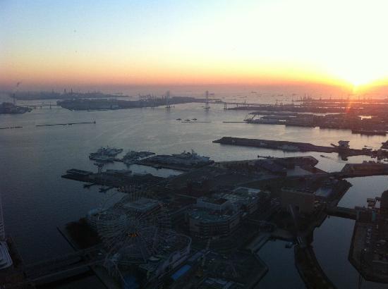Yokohama Royal Park Hotel: dusk over the water