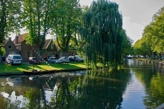Hotel Spaander: tipico canale che porta da Volendam ad Edam