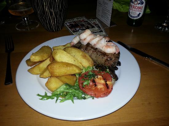 Coco Rio Restaurant: Sirloin Surf&Turf...prawns cost an extra £8