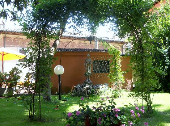 B&B At Alice's Garden: giardino