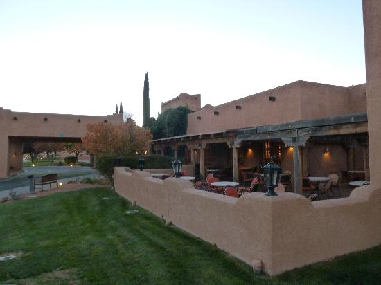 Courtyard Page at Lake Powell: Restaurant patio overlooking Glen Canyon Dam