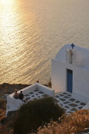 Grace Santorini Hotel : The closest chapel