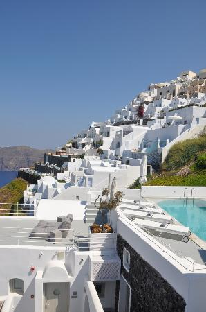 Grace Santorini Hotel: A challenging place on the cliffs