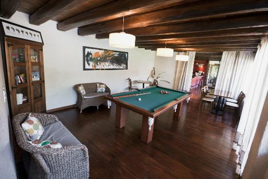 Lares de Chacras: Play room with pool table