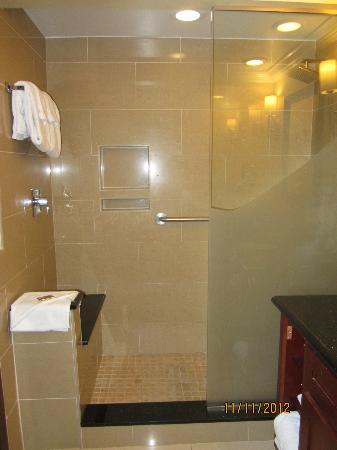 Divi Village Golf and Beach Resort: shower