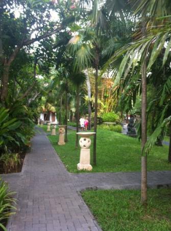 Puri Santrian: beautiful gardens